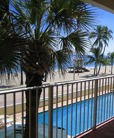 tide-vacation-apartments-beach-swimming-pool