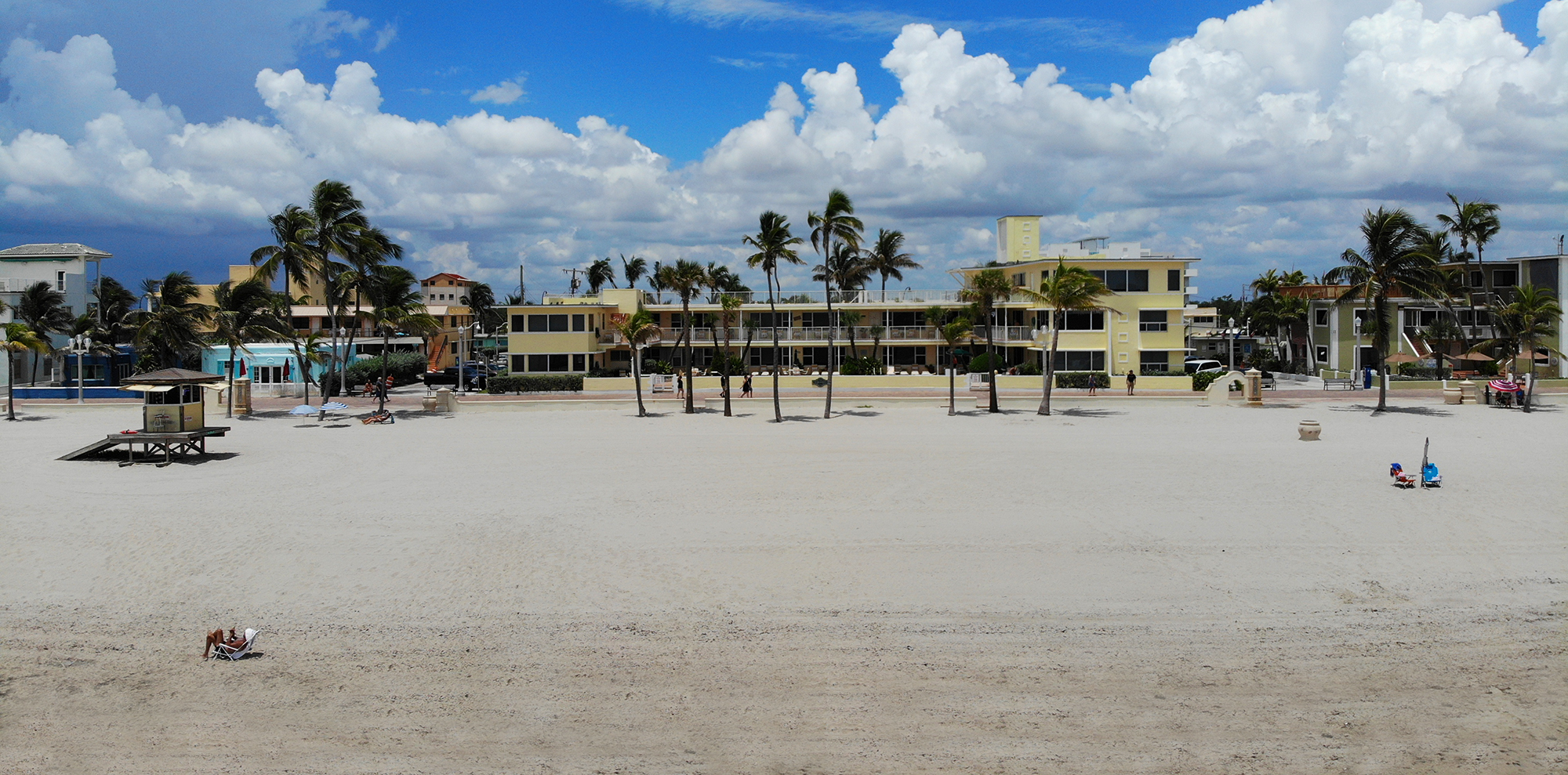 The Perfect Spot On Hollywood Beach Tide Vacation Apartments
